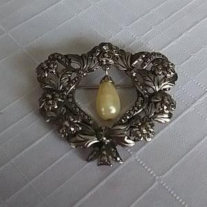 Vintage Avon Romantic Renaissance Pin